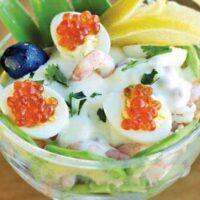 Вкусный салат с креветками и авокадо